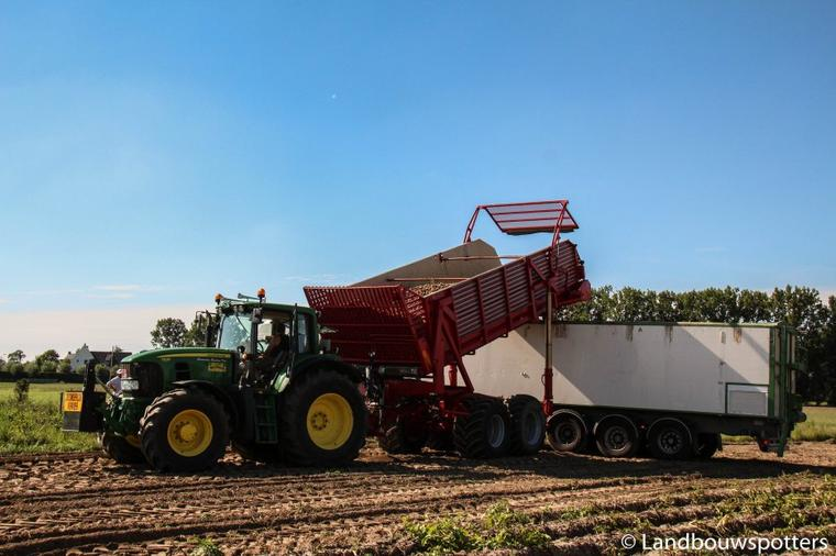 Loonwerken Claerhout - Aardappelen rooien 2015