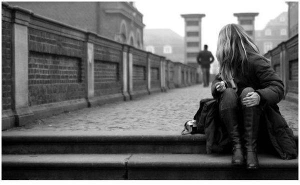 Avoir été super proche de quelqu'un, et se faire oublier du jour au lendemain par cette personne.