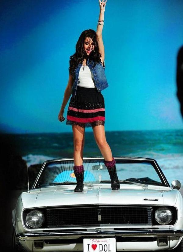 """Photoshoot de Selena Gomez pour la nouvelle collection de sa marque """"Dream Out Loud"""""""