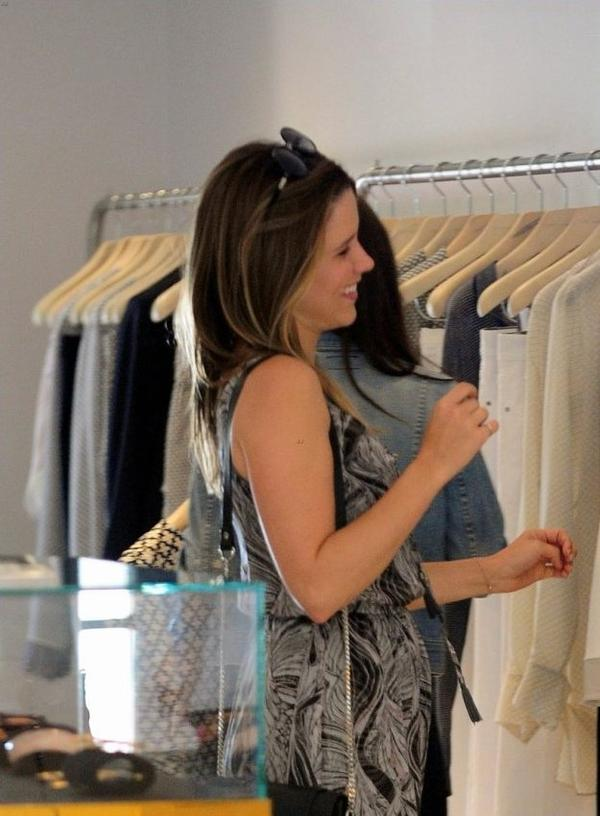 Sophia Bush faisant du shopping à West Hollywood, Californie