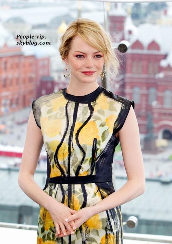 """Emma Stone et Andrew Garfield assistent à la première de """"The Amazing Spider-Man"""" au Cinéma Oktyabr à Moscou, en Russie.   Vendredi, 15 juin"""