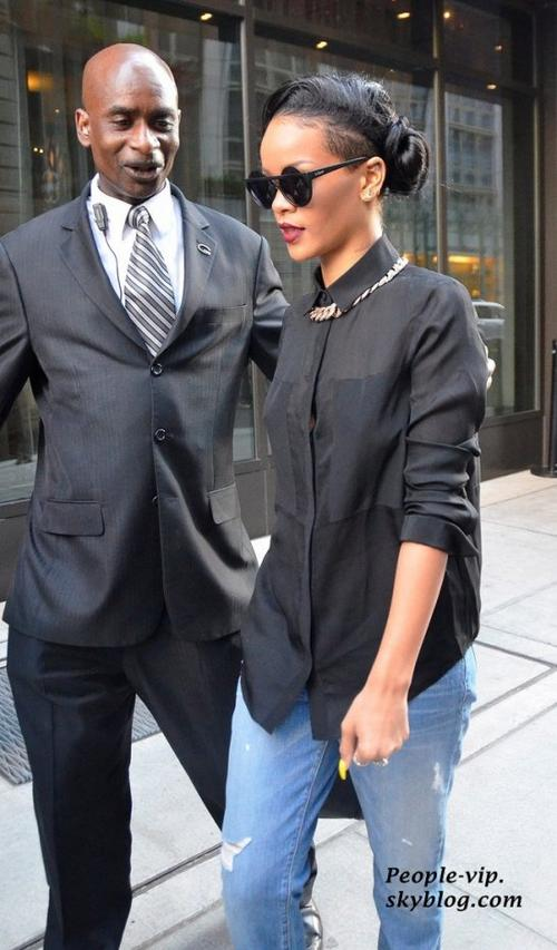Rihanna en sortant de son hôtel à New York.  Vendrei, 15 juin