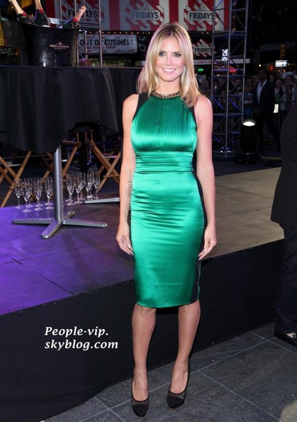 Heidi Klum est magnifique en vert, au lancement de la 10ème saison de Project Runway à Times Square à New York.  Vendredi, 15 juin