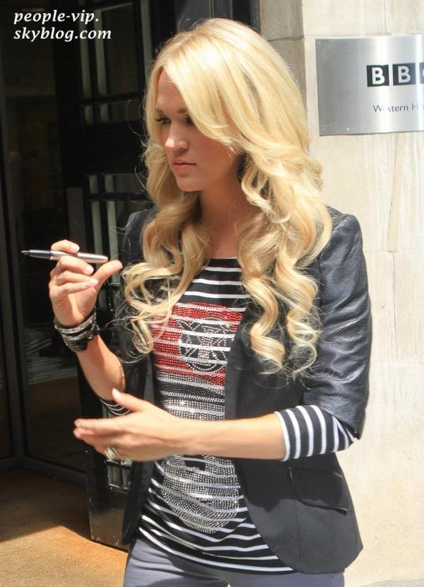 Carrie Underwood se rendant aux studios de BBC Radio 2 à Londre, en Angleterre. Lundi, 18 juin