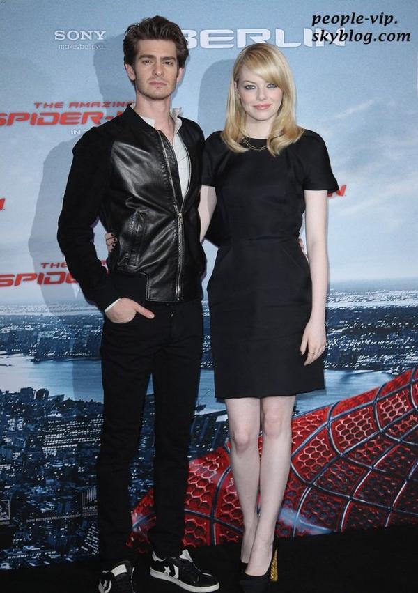 """Emma Stone et Andrew Garfield à l'hôtel Aldon pour une séance photo pour leur film """"Spider Man"""", à Berlin, en Allemagne. Mercredi, 20 juin"""