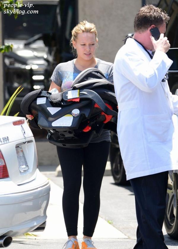 Hilary Duff se rend chez le pédiatre avec son adorable fils Luca à Los Angeles. Mercredi, 20 juin