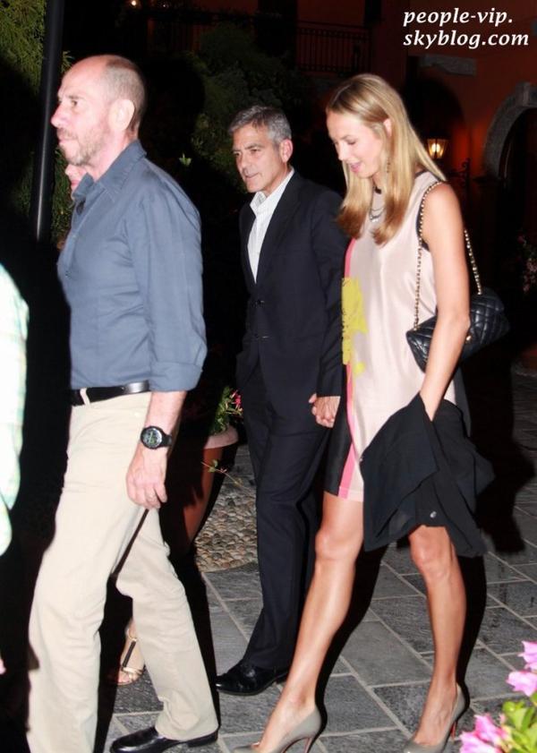 Goerge Clooney et sa petite amie Stacy Keibler passent une soirée en amoureux à Lake Como, en Italie. Mardi, 19 juin