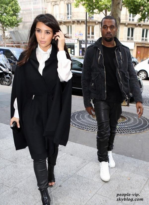 Kim Kardashian et son petit ami Kanye West sont allé prendre un brunch en amoureux à Paris. Jeudi, 21 juin