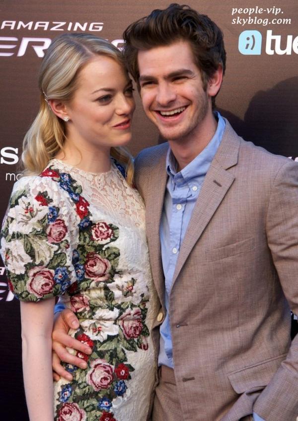 """Emma Stone et Andrew Garfield à la première de leur film """"Spider Man"""" au cinéma Callao à Madrid, en Espagne. Mercredi, 21 juin"""
