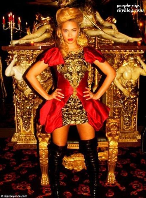 Photos Twitter: Candice Swanepoel, Beyonce et Jessica Alba.