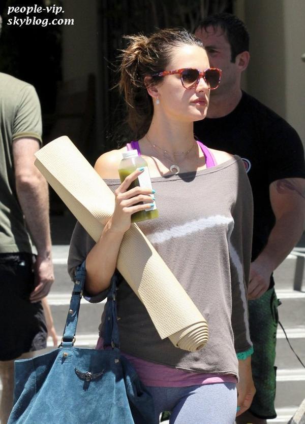 Alessandra Ambrosio quittant son cour de gym à Brentwood, en Californie. Dimanche, 24 juin