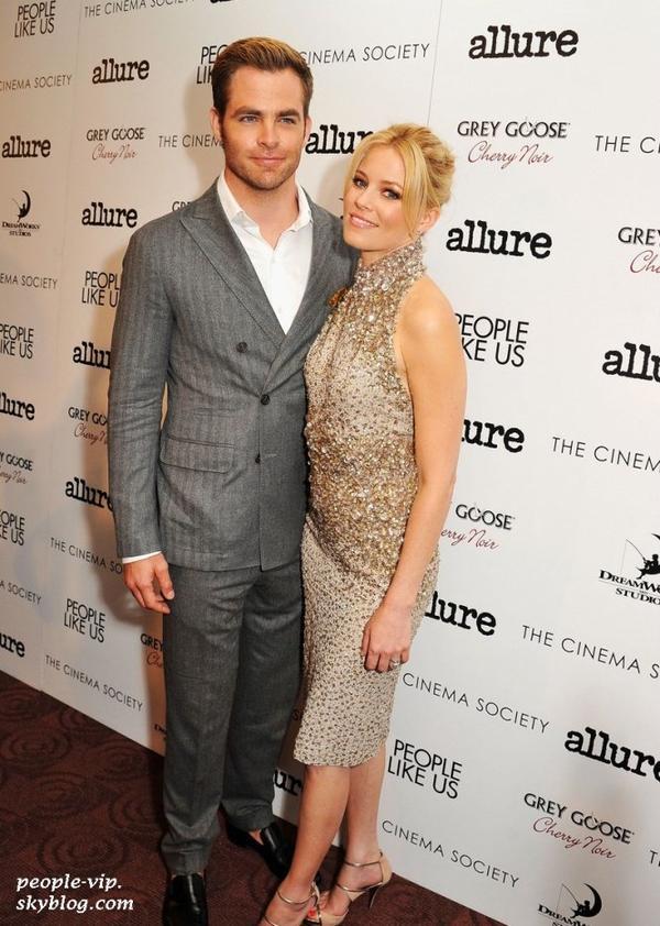 """Elizabeth Banks et Chris Pine sur le tapis rouge au cinéma Clearview Chelsea à l'occasion de leur nouveau film """"People Like Us""""  qui sortira le 29 juin, à New York. Lundi, 25 juin"""