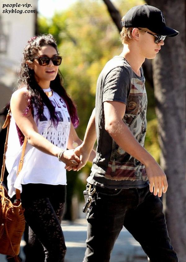 Vanessa Hudgens est allé déjeuner avec son petit copain Austin Butler à Sun Cafe, à Los Angeles. Lundi, 25 juin