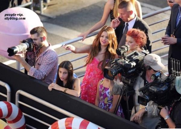 """Justin Bieber rejoint sa belle à la première du film """"Katy Perry: Part of Me 3D"""" à Hollywood. Mardi, 26 juin"""