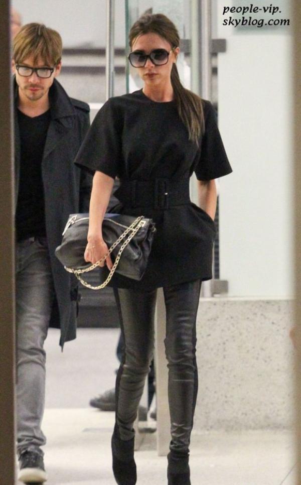 Victoria Beckham à l'aéroport LAX de Los Angeles.  Mardi, 26 juin
