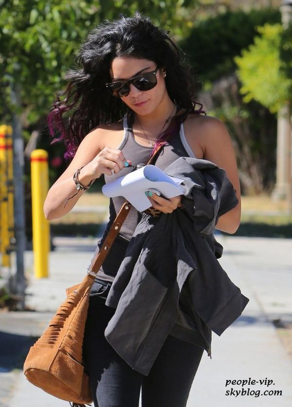 Vanessa Hudgens dans les rues d'Hollywood, en Californie. Mercredi, 27 juin