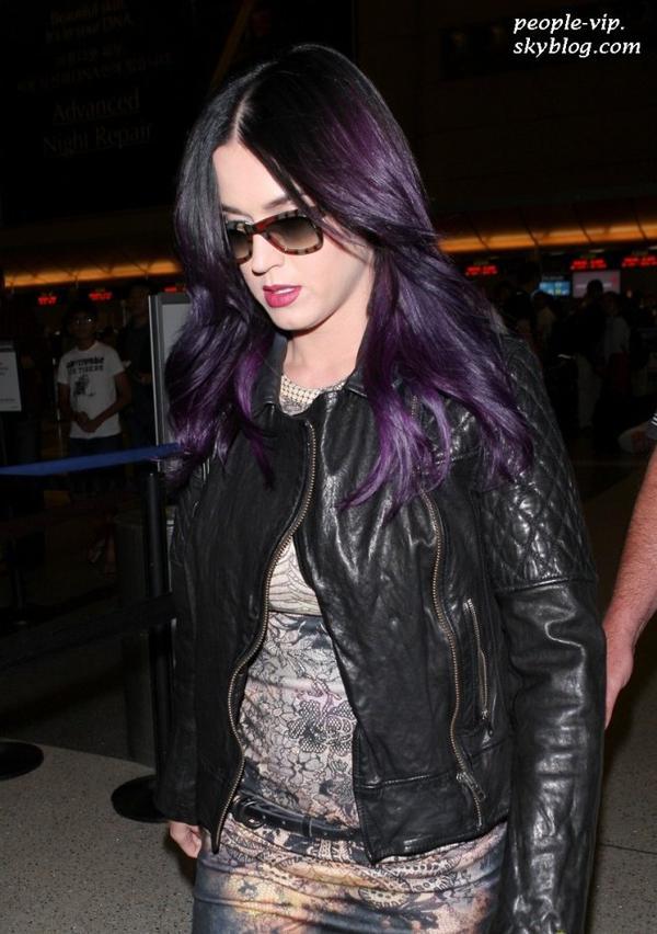 Katy Perry à l'aéroport LAX de Los Angeles, direction l'Australie. Mercredi, 27 juin