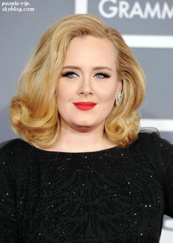"""Adele est enceinte =D : """"Je suis ravi d'annoncer que Simon Konecki et moi attendons notre premier enfant ensemble"""" a déclaré Adele sur son site officiel. Félicitation aux futurs parents."""