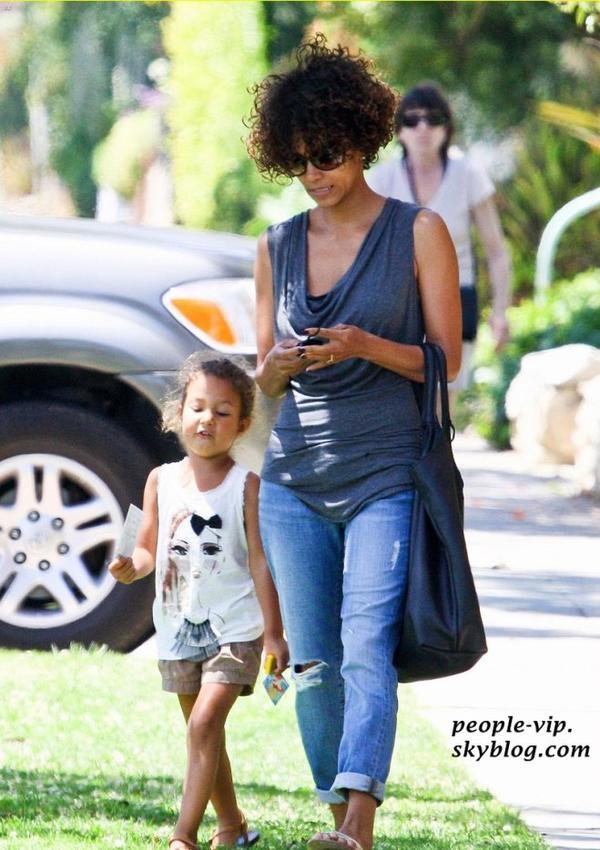 Halle Berry s'est rendu au docteur avec sa fille de 4 ans Nahla à Santa Monica, en Californie. Vendredi, 29 juin