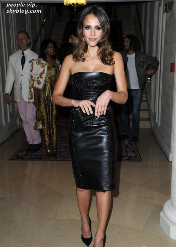 Jessica Alba, Milla Jovovich, et Elizabeth Banks ont assisté au défilé Versace Haute Couture à l'hôtel Ritz à Paris. Dimanche, 01 juillet