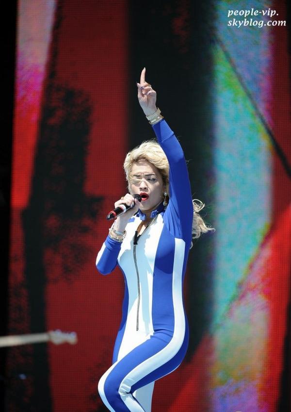 La performance de Rita Ora au The Beach Festival 2012 à Weston-Super-Mare, en Angleterre. Dimanche, 01 juillet