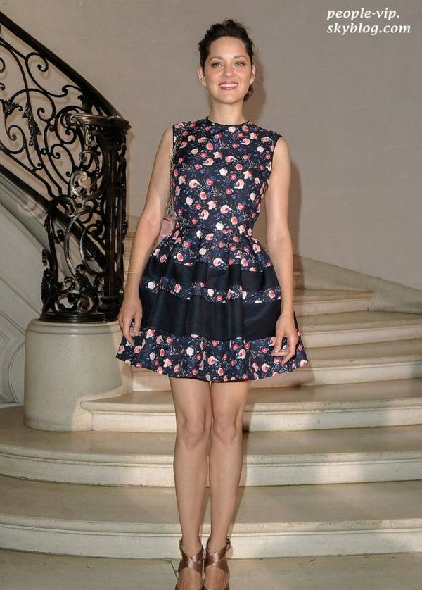 Jennifer Lawrence et Marion Cotillard au défilé Dior Haute-Couture à l'occasion de la fashion week à Paris. Lundi, 02 juillet