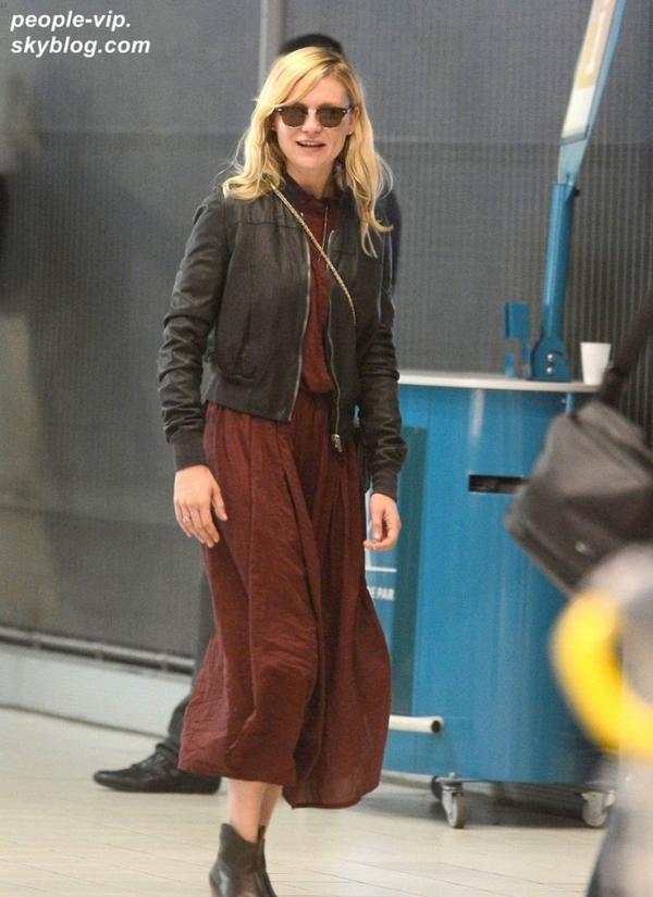 Kirsten Dunst à l'aéroport Charles de Gaulle de Paris. Dimanche, 01 juillet