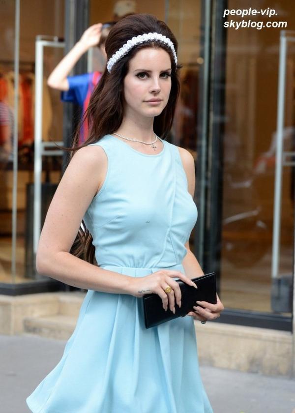 Lana Del Rey dans les rues de Paris. Lundi, 02 juillet