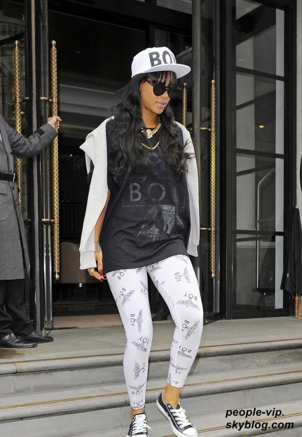 Rihanna sortant de son hôtel de Londres, en Angleterre. Mardi, 03 juillet