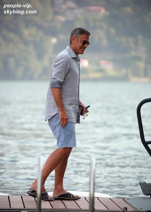 George Clooney et sa petite amie Stacy Keibler après une balade en bateau sur le lac Como, en Italie. Mardi, 03 juillet