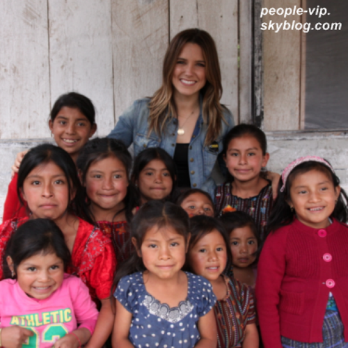 Sophia Bush, ambassadrice de l'association Pencils of Promise, a rendu visite à des enfants au Guatemala.