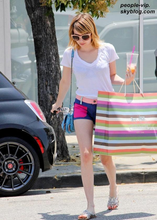 Emma Roberts dans les rues Beverly Hills, en Californie. Mardi, 03 juillet