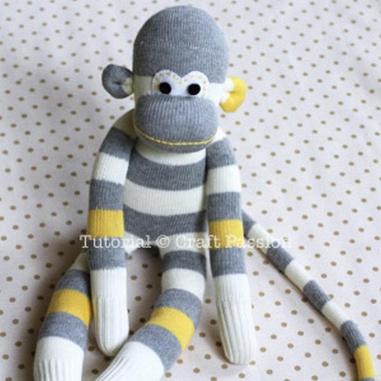 tuto un singe à partir de chaussettes.