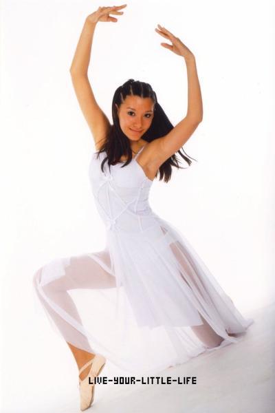 """""""La danse est le plus sublime, le plus émouvant, le plus beau de tous les arts, parce qu'elle n'est pas une simple traduction ou abstraction de la vie ; c'est la vie elle-même. ♥"""""""