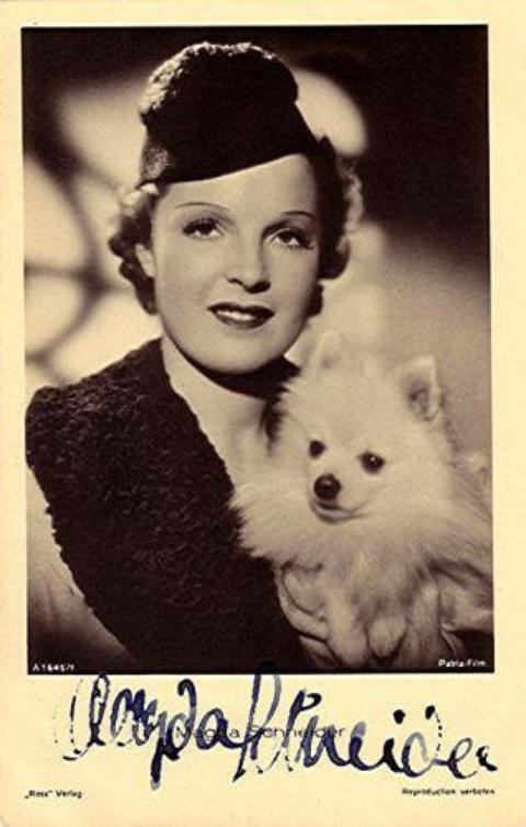 Magda Schneider et sa chien