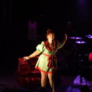 """Septembre 2011 Part 2 : Premier Concert de Luce à Perpignan + Conférence de Presse (Le 10) + Second Clip de Luce : """"Western Sâghetti"""" (Le 28)"""