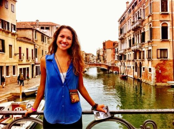 Été 2012 : Maiara a fait le tour de l'Europe! Sur la 3ème photo on la voit au sommet de la Tour Eiffel. + Video dans laquelle elle raconte son voyage, si vous êtes doués en anglais. (;