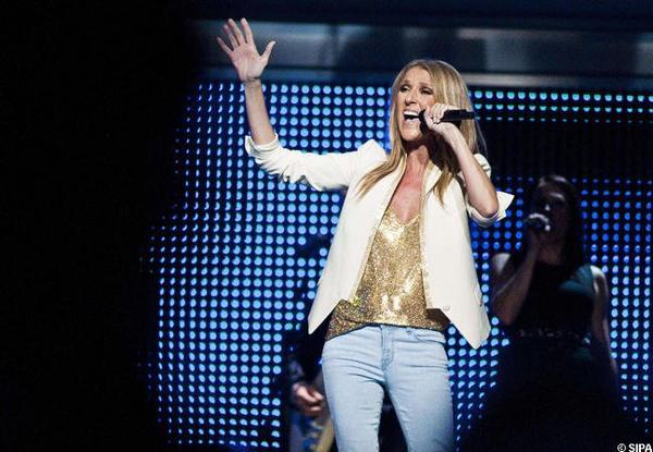 Céline Dion rend un vibrant hommage à Whitney Houston