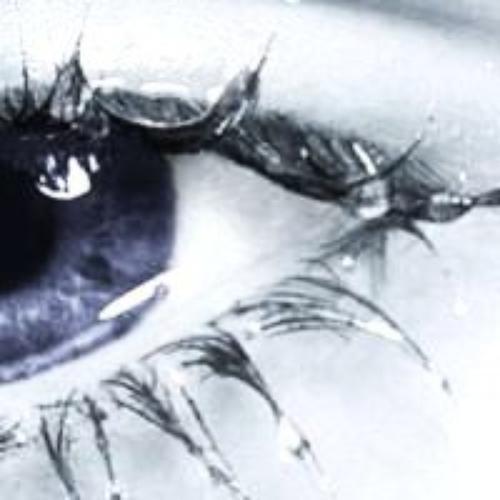 Les larmes sont plus bruillantes que les mot. Elles viennent du plus profond de votre âmes pour crier se que la paroles ne peut chuchoter.