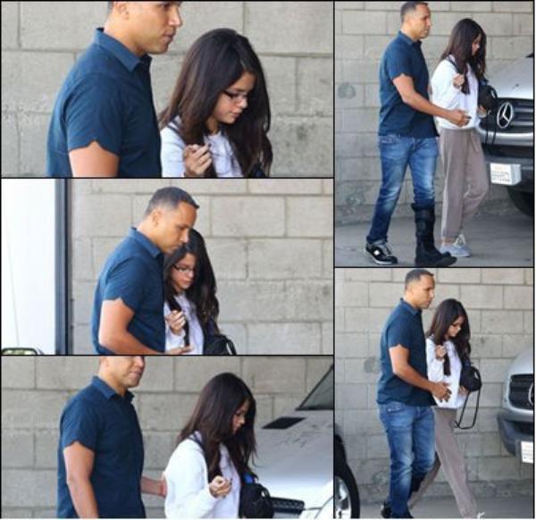 Selena arrivant à Los Angeles le 3 Novembre 2011