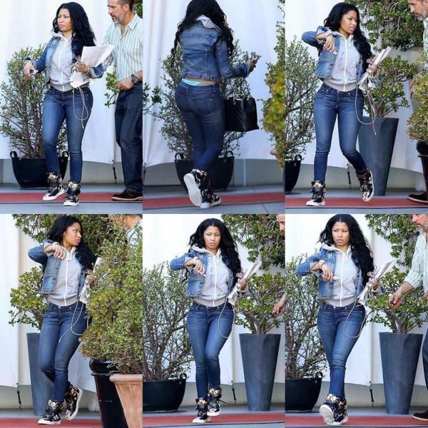 28/04/15 : Nicki Minaj photographiée quittant un bureau suite à une réunion dans la journée - à Los Angeles.