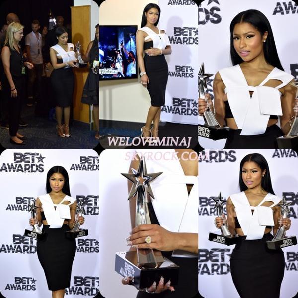 - BET AWARDS 2015 - Nicki Minaj et son petit ami Meek Mill posent pour les photographes lors de leur premier tapis rouge officielle au BET Awards 2015.