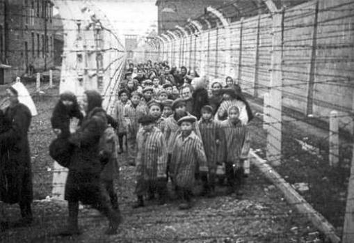 Auschwitz ou le camp de la mort.