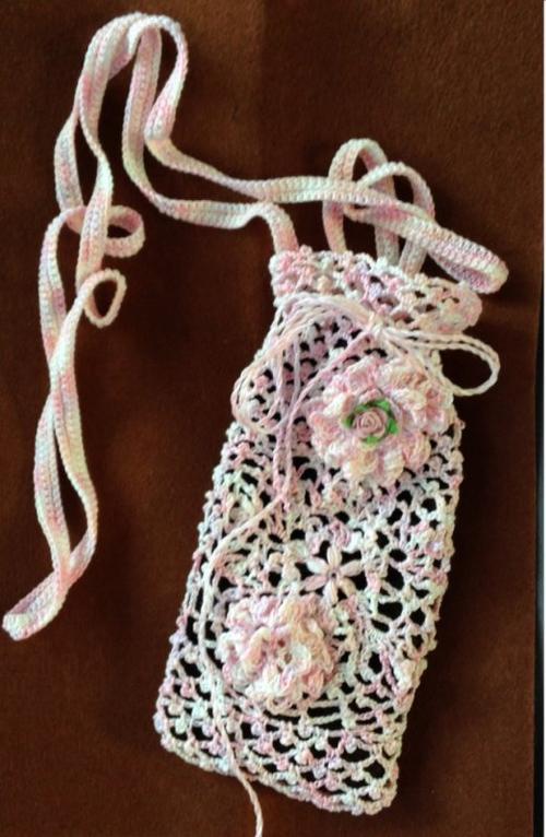 124 - Crochet - sac pour tel portable