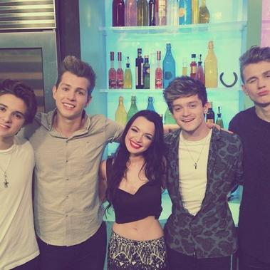 "06/04/14 :  Quelques photo deTich pendant le Tweet & Greet + Tich était présente à l'émission ""Sunday Brunch"" en compagnie du groupe ""The Vamps"""