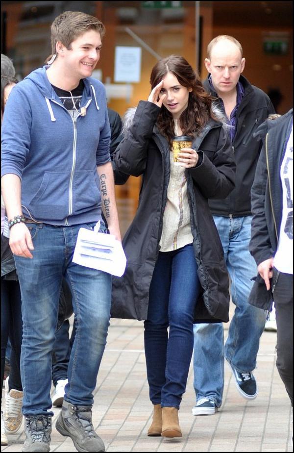 20 Mai 2013: Lily a été vue sur le tournage de Love, Rosie à Dublin en Irlande.