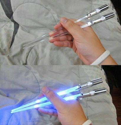 J'ai découvert de mini sabre laser. Ils sont là pour contrer l'attaque des sushis vec l'alliance de nos estomacs.