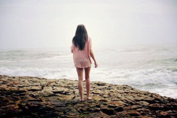 Et dans un dernier souffle, je comprends tout : Que le temps n'existe pas, que la vie est notre seul bien, qu'il ne faut pas la mépriser, que nous sommes tous liés, et que l'essentiel nous échappera toujours. Guillaume Musso