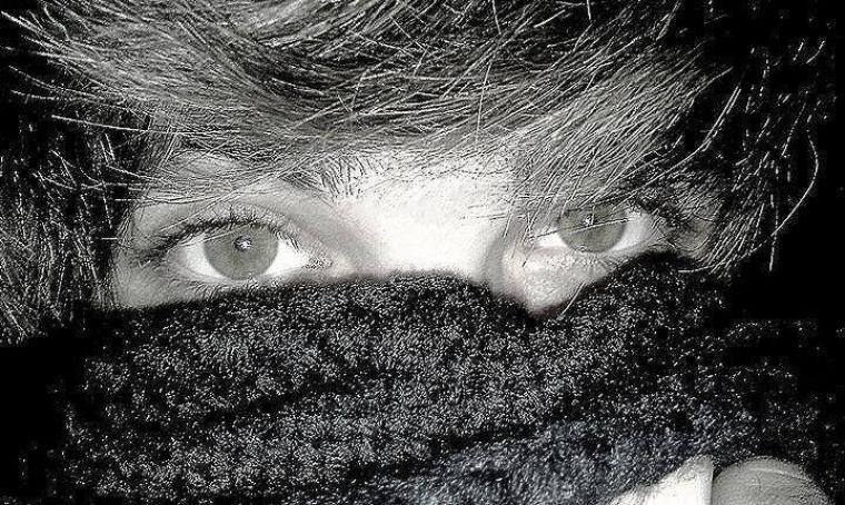 Lisez dans ces yeux.