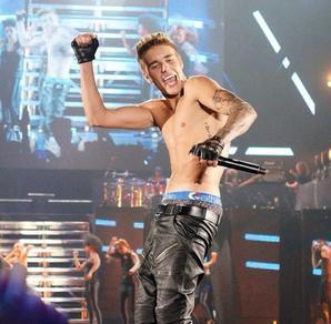 Justin Bieber trés hot dans son boxeur Ethika The Staple Elephant Print Bleu Noir
